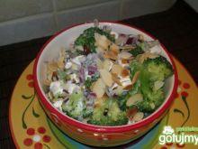 Sałatka brokułowa z migdałami 3
