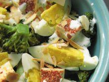 Sałatka brokułowa z ostrym serem