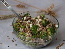 Sałatka brokułowa z prażonymi ziarnami