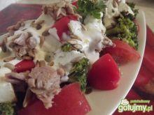 Sałatka brokułowa z tuńczykiem i fetą