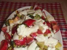 Sałatka brokułowo-jajeczno-pomidorowa
