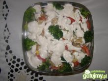 Sałatka brokułowo - kalafiorowa.