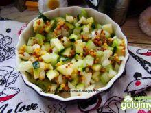 Sałatka cukiniowo- ogórkowa z sosem