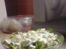 Sałatka grecka z sosem czosnkowym