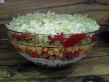 Sałatka gyros z ogórkami curry i czerwoną cebulą