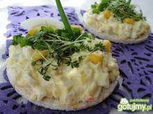 Sałatka jajeczna z kukurydzą chili
