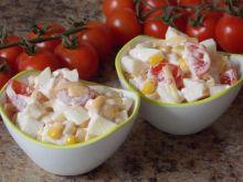 Sałatka jajeczna z pomidorkami
