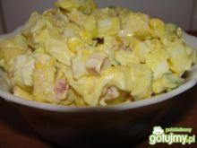 Sałatka jajeczna z szynką i kukurydzą