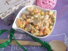 Sałatka jarzynowa z pieczarkami i kukurydzą