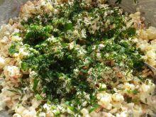 Sałatka jarzynowa z zieloną posypką