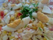 Sałatka: kapusta pekińska z serem żółtym