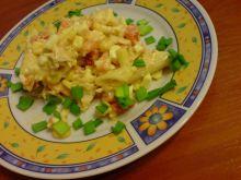 Sałatka makaronowa w ciepłych kolorach