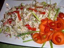 Sałatka makaronowa z groszkiem zielonym