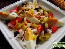 Sałatka makaronowa z jajkiem z sosem