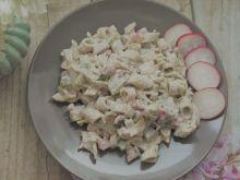 Sałatka makaronowa z kabanosami