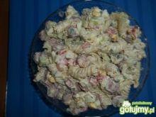 Sałatka makaronowa z kabanosem 2