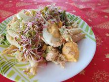 Sałatka makaronowa z łososiem na zimno lub ciepło