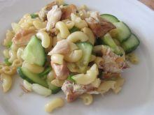 Sałatka makaronowa z makrelą wędzoną