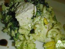 Sałatka makaronowa z parowanym brokułem