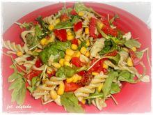 Sałatka makaronowa z pesto i mozzarellą
