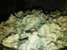 Sałatka makaronowa z pieczarkami i porem