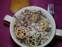 Sałatka makaronowa z salami