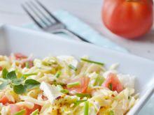 Sałatka makaronowa z selerem i mozarellą