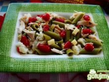 Sałatka makaronowa  z serem i kurczakiem