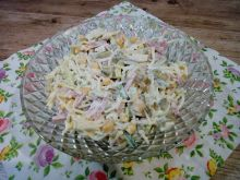 Sałatka makaronowa z szynką i serem