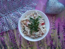 Sałatka makaronowa z tuńczykiem i ciecierzycą