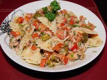 Sałatka makaronowa z tuńczykiem w ziołach
