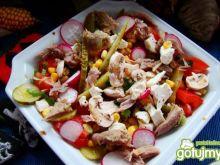 Sałatka mięsno warzywna z serem