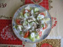 Sałatka mozarellą słonecznikiem i sosem koperkowym