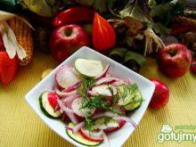 Sałatka obiadowa z cukini i cebuli