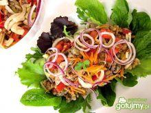 Sałatka obiadowa z fasoli i soczewicy