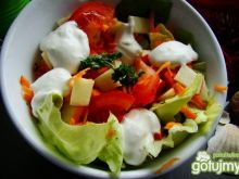 Sałatka obiadowa z jogurtem naturalnym