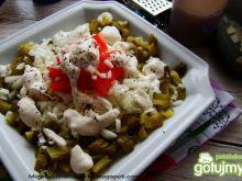 Sałatka obiadowa z sosem chrzanowym