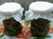 Sałatka ogórkowa z marchwią, papryką, cebulą