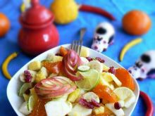 Sałatka owocowa khaki, ananas limonka