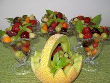 Sałatka owocowa w melonie