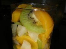 Sałatka owocowa w szklaneczkach