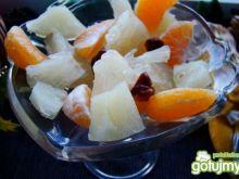 Sałatka owocowa z daktylami i paleo