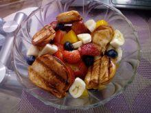 Sałatka owocowa z grzankami