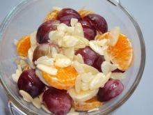 Sałatka owocowa z migdałami