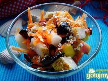 Sałatka owocowa z otrębami żytnimi