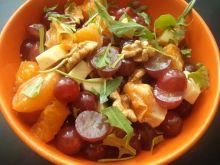 Sałatka owocowa z serem pleśniowym i pieprzem