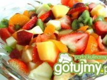 Sałatka owocowa z sosem z tofu