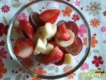 Sałatka owocowa z syropem klonowym