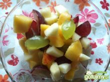Sałatka owocowa z winogronami