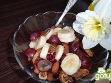 Sałatka owocowo-bakaliowa